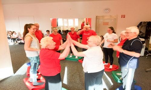 Schwungvoll altern – Rolle von Bewegung und Bewegtheit im Alter