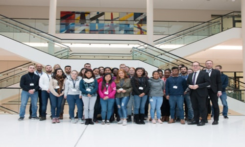 Altenpflegeschülerinnen und -schüler besuchen Landtag